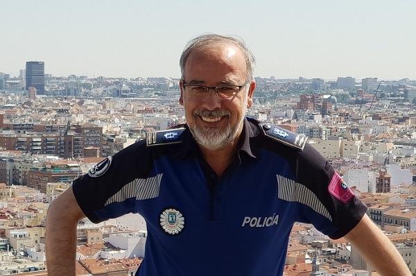 Fotografía de Antonio Gómez Montejano en la azotea de las instalaciones de la Policía Municipal de Madrid