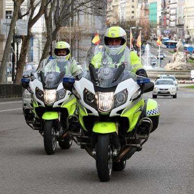 Agente de la Policía Municipal de Madrid en moto