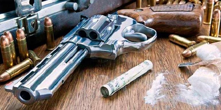 Imagen de un revólver de los cárteles mexicanos de la droga