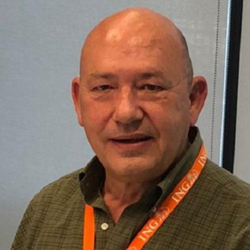 Carlos Carmona ING en su despacho