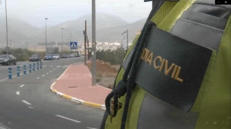 Agentes de la Agrupación de Tráfico de la Guardia Civil en labores de vigilancia