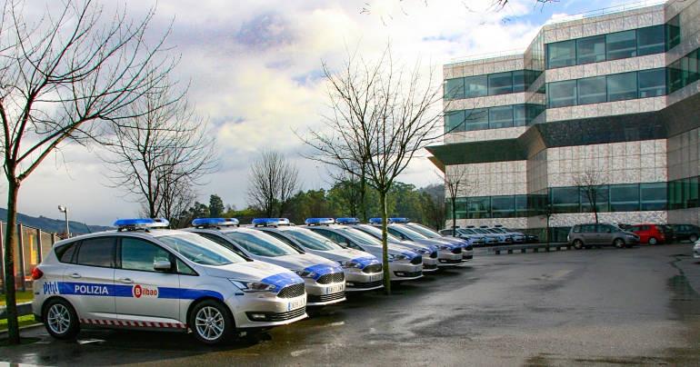 Amaia Arregi. Coches patrulla de la Policía Municipal de Bilbao